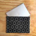 funda-laptop-negra-huipil